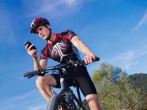 Auch auf dem Fahrrad ist die Benutzung eines Telefons verboten