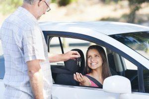 Eine Geschwindigkeitsüberschreitung kommt auch bei jungen Fahrern oft vor.