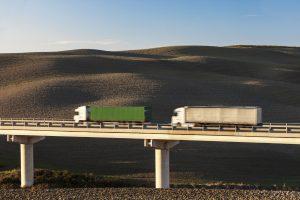 Der richtige Abstand muss besonders bei LKW eingehalten werden.
