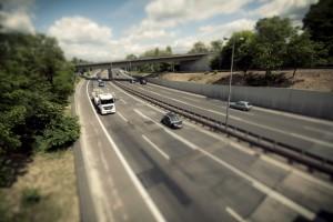 Auf einer Autobahn in Deutschland gilt größtenteils eine Richtgeschwindigkeit von 130 km/h.