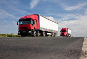 Ein LKW auf der Autobahn muss bestimmte, dem Fahrzeugtyp entsprechende, Geschwindigkeiten einhalten.