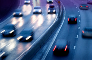 Der Mindestabstand auf der Autobahn kann ganz leicht berechnet werden.