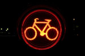 Auch wenn Sie mit dem Rad eine rote Ampel überfahren, ist ein Bußgeld fällig.
