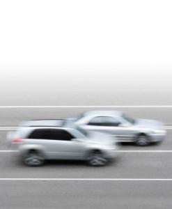 Überholen Sie an einer Baustelle auf der Autobahn, kommt ein hohes Bußgeld auf Sie zu.
