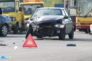Bei einem Verkehrsunfall muss die Unfallstelle immer abgesichert werden.