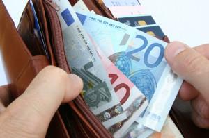 Zum Betrag auf dem Bußgeldbescheid kommen noch Gebühren der Behörde, die Sie zusätzlich zahlen müssen.