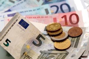 Im Fahreignungsregister (FAER) in Flensburg werden alle sicherheitsgefährdenden Ordnungswidrigkeiten ab 60 Euro gespeichert.