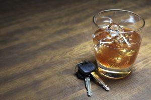 Auch Alkohol am Steuer kann zum Führerscheinentzug aufgrund vieler Punkte führen.