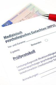 Haben Sie die Höchstpunktzahl beim Punktekonto in Flensburg erreicht, wird Ihnen der Führerschein entzogen und eine MPU ist u. U. fällig.