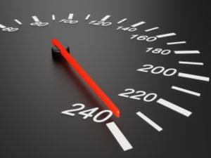 Die Blitzer-Toleranz beträgt je nach Geschwindigkeit entweder 3 km/h oder 3 % des Tachowerts.