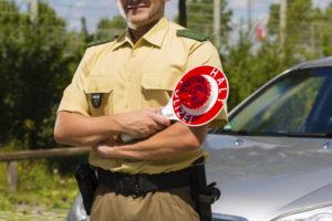 Motorrad-Blitzer können oft nur funktionieren, wenn die Fahrer direkt von der Polizei rausgewunken werden.