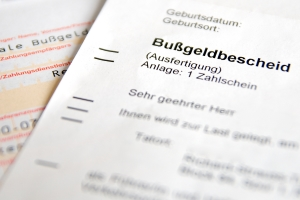Mit welchem Bußgeld im Bußgeldverfahren zu rechnen ist, entnehmen Sie dem Bußgeldbescheid oder dem Bußgeldkatalog.