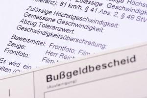Eine Geschwindigkeitsüberschreitung auf der Autobahn kann in Deutschland auch mit einem Fahrverbot sanktioniert werden.